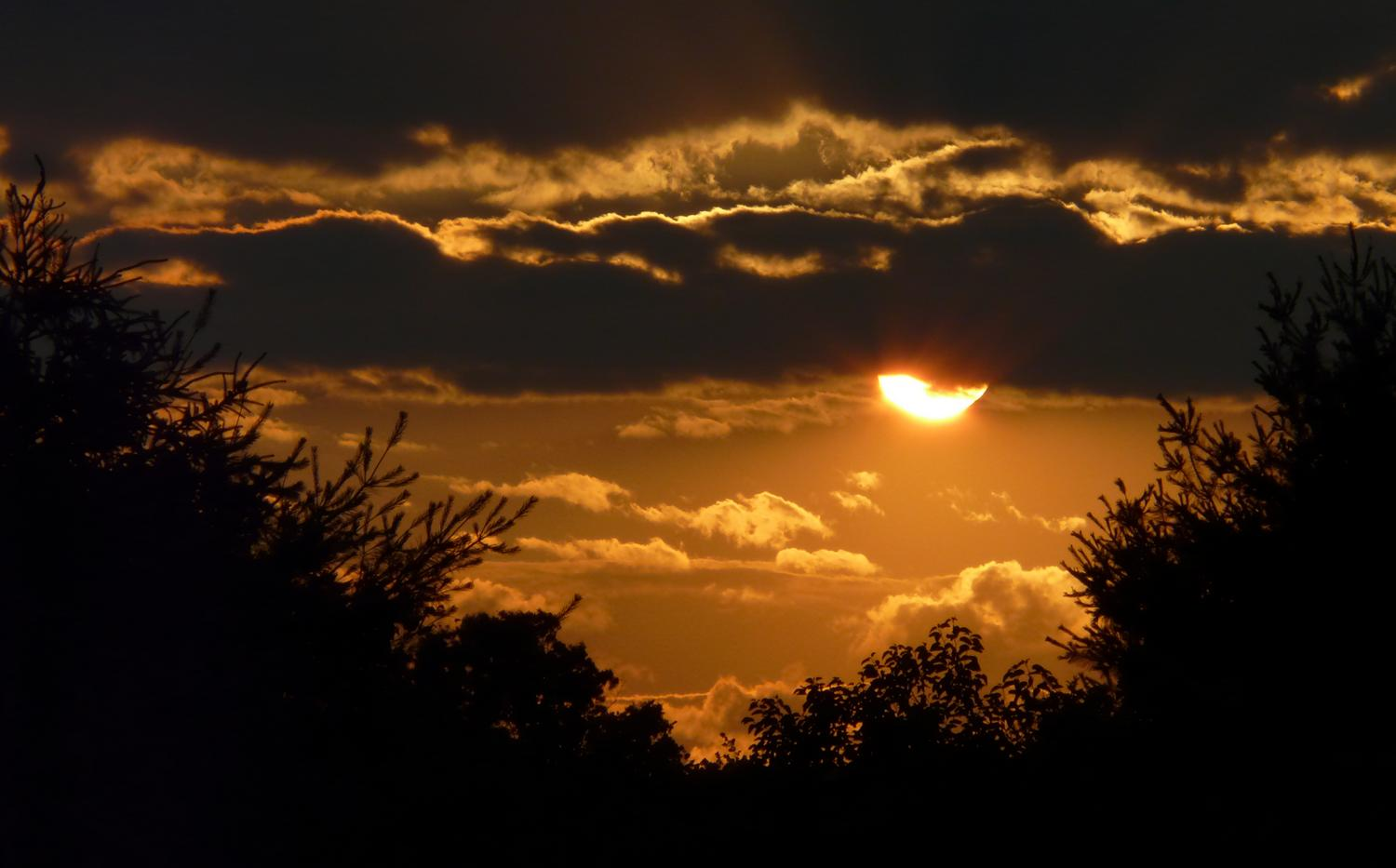 close-up of the sun and the sky - Another sunset behind my house - Panasonic DMC-FZ18 - - art  - photography - by Tony Karp