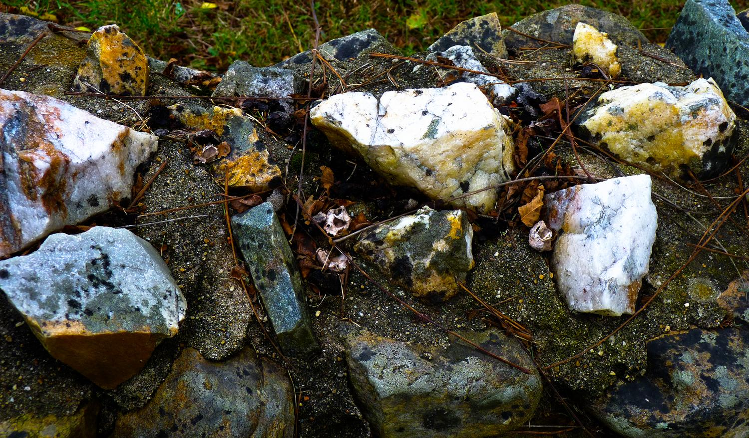 - Some rocks set into the top of a stone wall. - Panasonic DMC-FZ35 - Tony Karp, design, art, photography, techno-impressionist, techno-impressionism, aerial photography , drone , drones , dji , mavic pro , video , 3D printing - Books -
