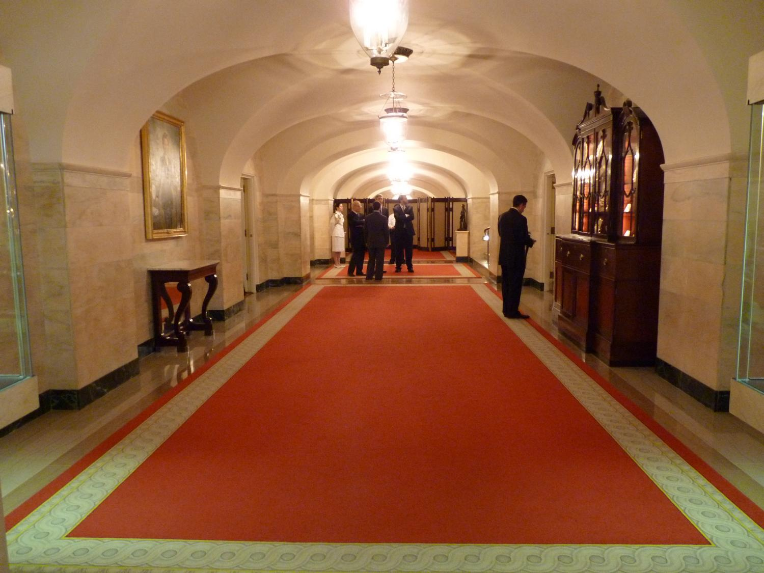 - This is the hallway on the Ground Floor of the White House. The reception will be upstairs on the State Floor. - Panasonic DMC-FZ35 - White House = President Barak Obama - Tony Karp, design, art, photography, techno-impressionist, techno-impressionism, aerial photography , drone , drones , dji , mavic pro , video , 3D printing - Books -