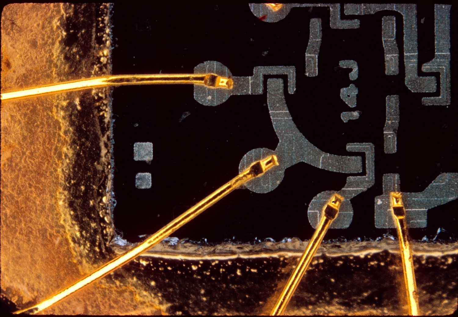 early integrated circuit - Macro photo of an integrated circuit - 1966 - Kodachrome - Tony Karp, design, art, photography, techno-impressionist, techno-impressionism, aerial photography , drone , drones , dji , mavic pro , video , 3D printing - Books -